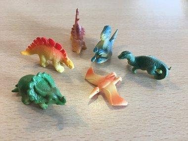 (36x) Dinosaurussen (klein) (taart/muffin decoratie)